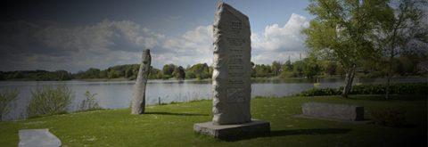 Mindesten og skulpturer lavet i vores sten- og billedhuggeri i Tinglev