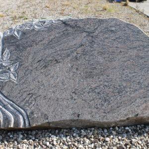 Stenshoppen.dk | Gravsten med træ 67cm x 110cm