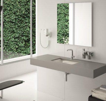 Bordplade til bad. Silestone© med underlimet porcelænsvask. Geringskant 10cm. H-Line collection.